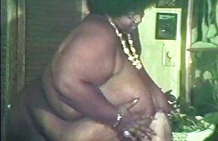 太った赤毛は一年間彼女の猫を剃らず、カメラにそれを示しました。 女性 用 エロ 動画 サイト