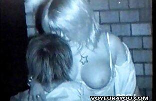 最初の年のロシア人は、彼女の口の中で交差した足で怒っている。 女 用 アダルト 動画